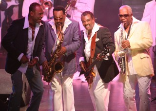 HI-RES cropped-GeorgeBrown, RonaldKhalisBell, RobertKoolBell, DennisThomas stage photo by Silvia Mautner
